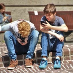 kids playing on their smartphones